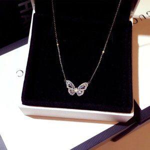 *NEW 18K White Gold Diamond Butterfly Necklace